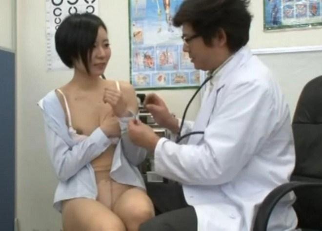 【おっぱい】ロリな乳首に聴診器当ててセクハラ触診したり巨乳痴女の女医がフェラししてる大人のお医者さんごっこのおっぱい画像集【80枚】 23
