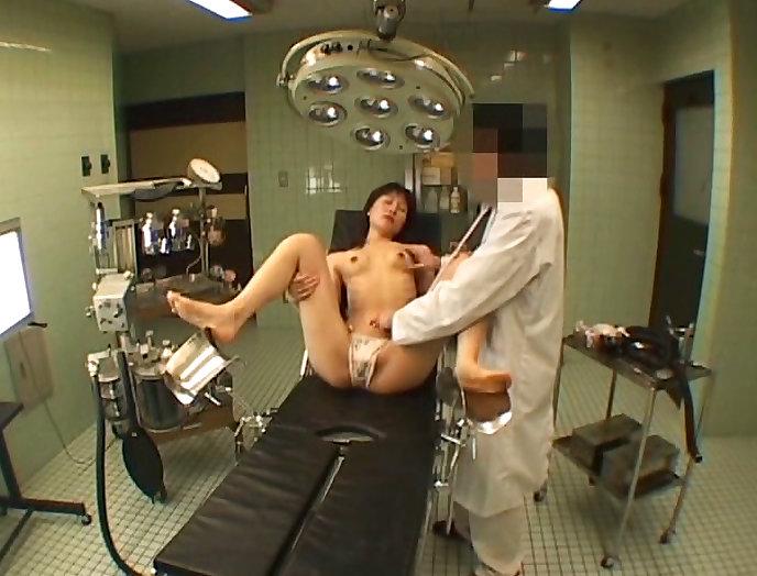 【おっぱい】ロリな乳首に聴診器当ててセクハラ触診したり巨乳痴女の女医がフェラししてる大人のお医者さんごっこのおっぱい画像集【80枚】 29