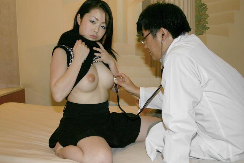【おっぱい】ロリな乳首に聴診器当ててセクハラ触診したり巨乳痴女の女医がフェラししてる大人のお医者さんごっこのおっぱい画像集【80枚】 38