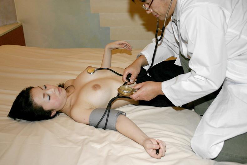 【おっぱい】ロリな乳首に聴診器当ててセクハラ触診したり巨乳痴女の女医がフェラししてる大人のお医者さんごっこのおっぱい画像集【80枚】 49
