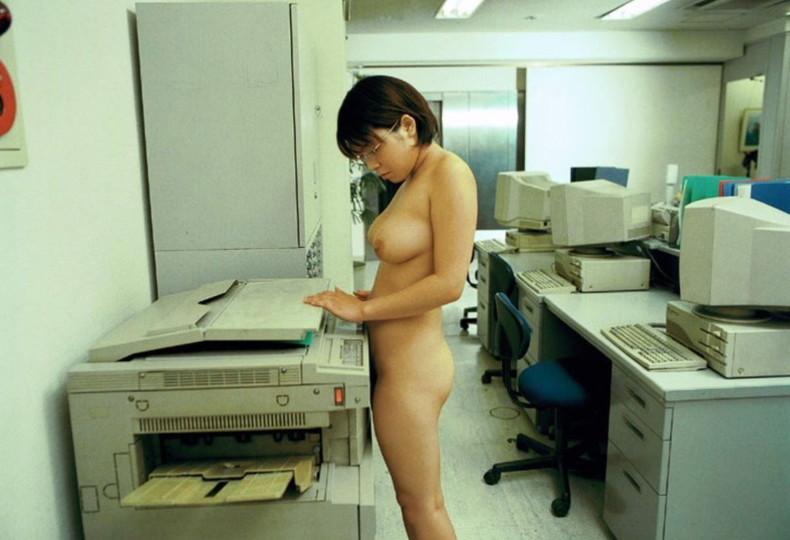 【おっぱい】痴女OLや事務員女子が人気のないオフィスでおっぱい露出させてる職場おっぱい画像集【80枚】 06