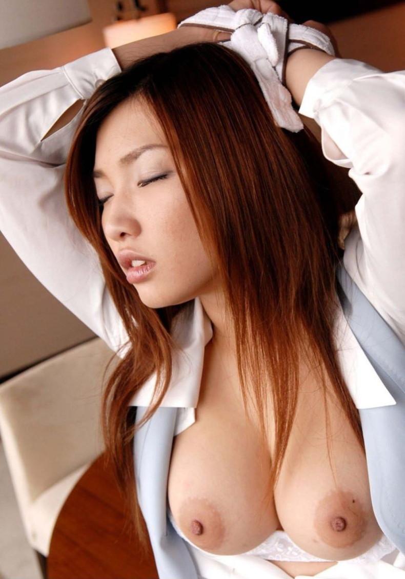【おっぱい】痴女OLや事務員女子が人気のないオフィスでおっぱい露出させてる職場おっぱい画像集【80枚】 31