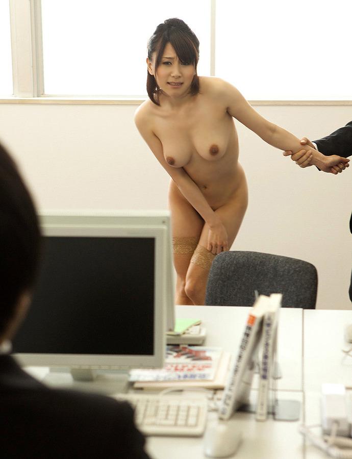 【おっぱい】痴女OLや事務員女子が人気のないオフィスでおっぱい露出させてる職場おっぱい画像集【80枚】 46