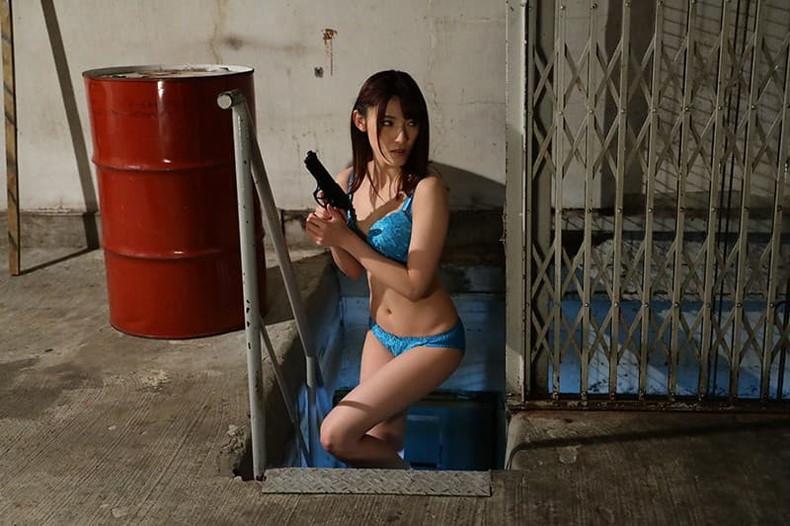 【おっぱい】むっちりボディのスーツやキャットスーツの女捜査官が犯人に捕まり輪姦調教されちゃってる女捜査官のおっぱい画像集【80枚】 16