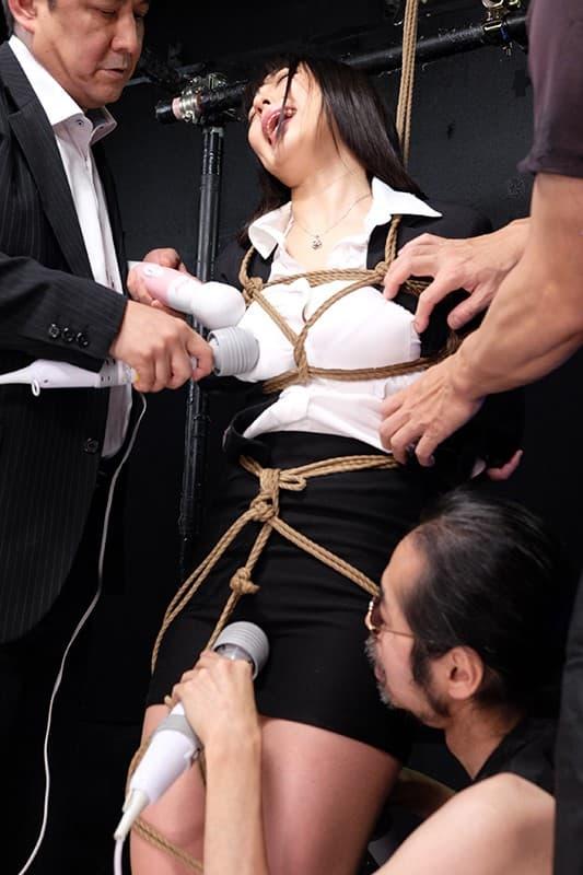 【おっぱい】むっちりボディのスーツやキャットスーツの女捜査官が犯人に捕まり輪姦調教されちゃってる女捜査官のおっぱい画像集【80枚】 21