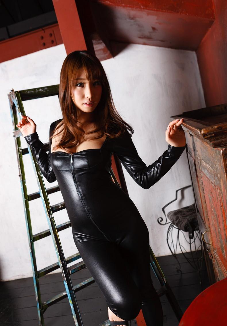 【おっぱい】むっちりボディのスーツやキャットスーツの女捜査官が犯人に捕まり輪姦調教されちゃってる女捜査官のおっぱい画像集【80枚】 44