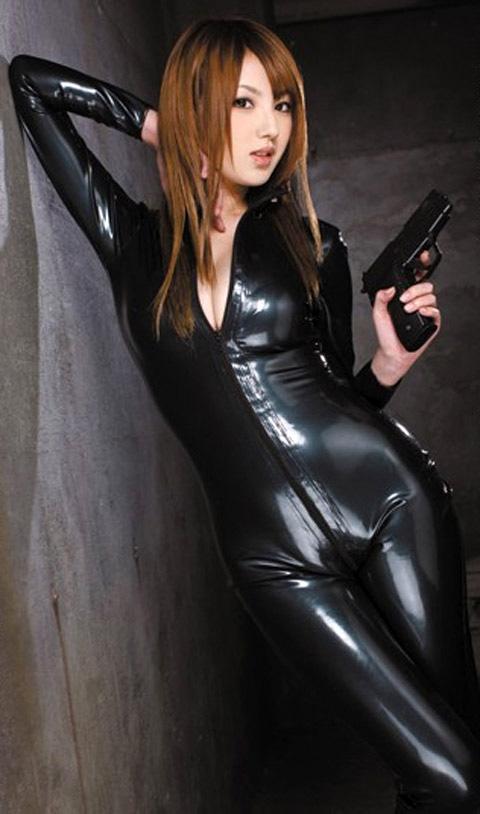 【おっぱい】むっちりボディのスーツやキャットスーツの女捜査官が犯人に捕まり輪姦調教されちゃってる女捜査官のおっぱい画像集【80枚】 51