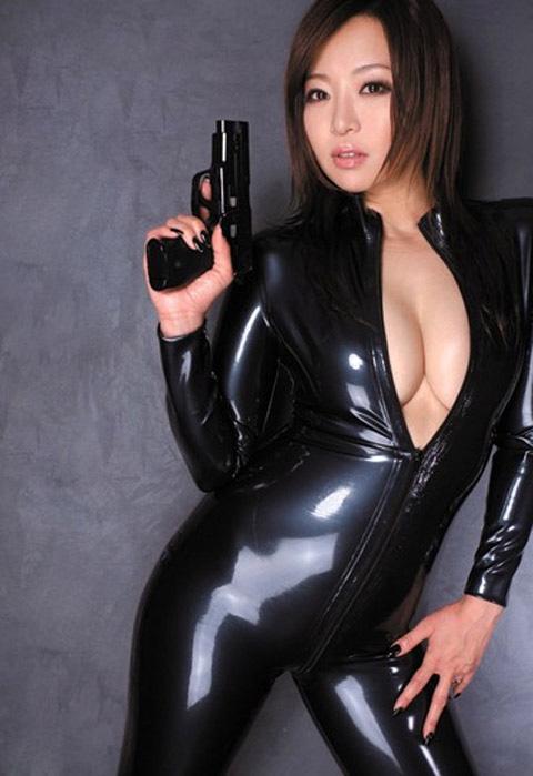 【おっぱい】むっちりボディのスーツやキャットスーツの女捜査官が犯人に捕まり輪姦調教されちゃってる女捜査官のおっぱい画像集【80枚】 66