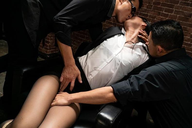 【おっぱい】むっちりボディのスーツやキャットスーツの女捜査官が犯人に捕まり輪姦調教されちゃってる女捜査官のおっぱい画像集【80枚】 67