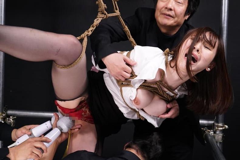 【おっぱい】むっちりボディのスーツやキャットスーツの女捜査官が犯人に捕まり輪姦調教されちゃってる女捜査官のおっぱい画像集【80枚】 68