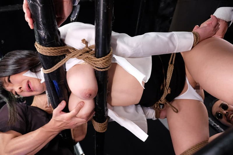 【おっぱい】むっちりボディのスーツやキャットスーツの女捜査官が犯人に捕まり輪姦調教されちゃってる女捜査官のおっぱい画像集【80枚】 76