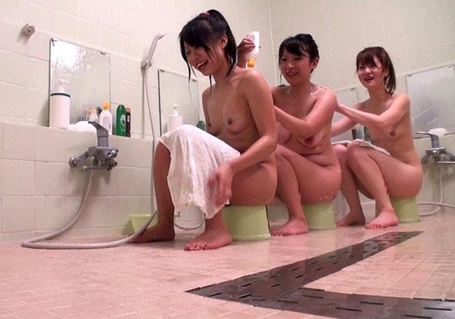 【おっぱい】OLやJDやJKの女子寮のお風呂を盗撮したり乱交パーティーしちゃった女子寮おっぱい画像集【80枚】 65