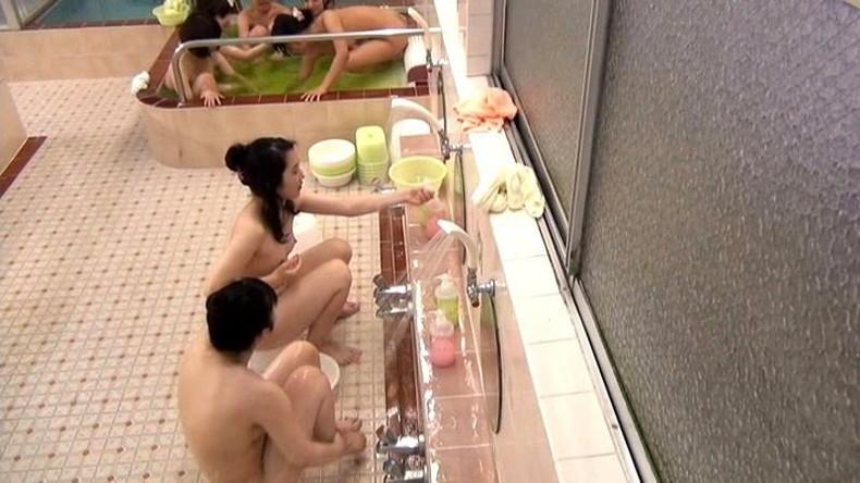 【おっぱい】OLやJDやJKの女子寮のお風呂を盗撮したり乱交パーティーしちゃった女子寮おっぱい画像集【80枚】 69