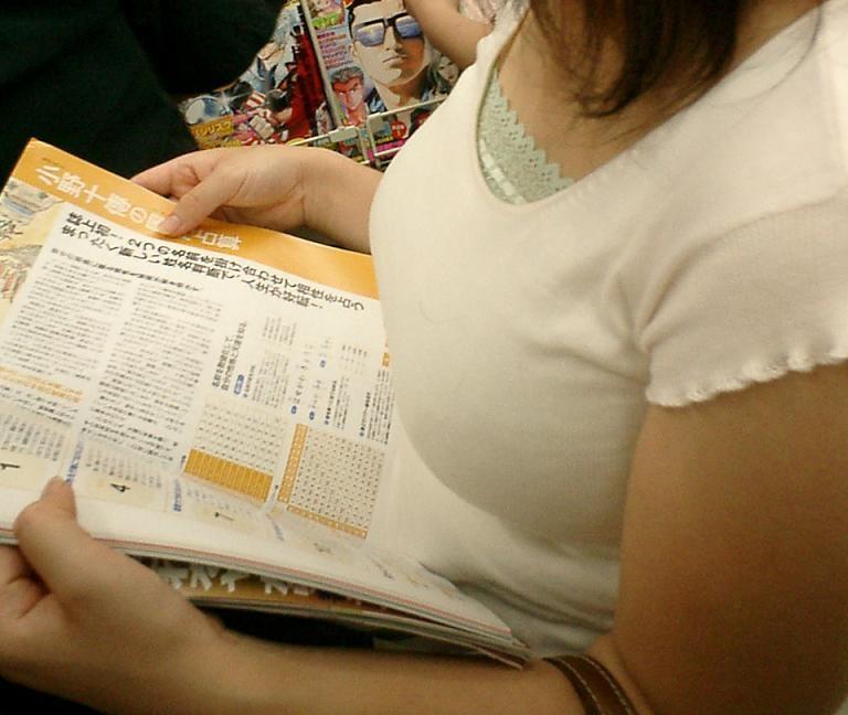 【おっぱい】街中で着衣巨乳の素人お姉さんや女湯で巨乳娘のおっぱい盗撮しちゃった盗撮巨乳のおっぱい画像集【80枚】 23