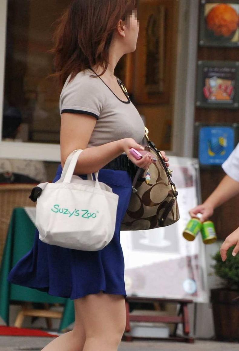 【おっぱい】街中で着衣巨乳の素人お姉さんや女湯で巨乳娘のおっぱい盗撮しちゃった盗撮巨乳のおっぱい画像集【80枚】 47