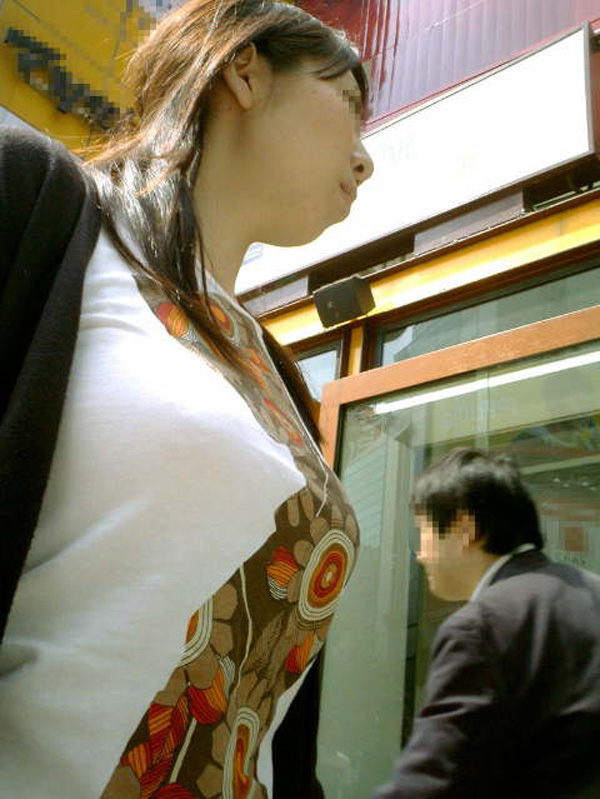 【おっぱい】街中で着衣巨乳の素人お姉さんや女湯で巨乳娘のおっぱい盗撮しちゃった盗撮巨乳のおっぱい画像集【80枚】 65