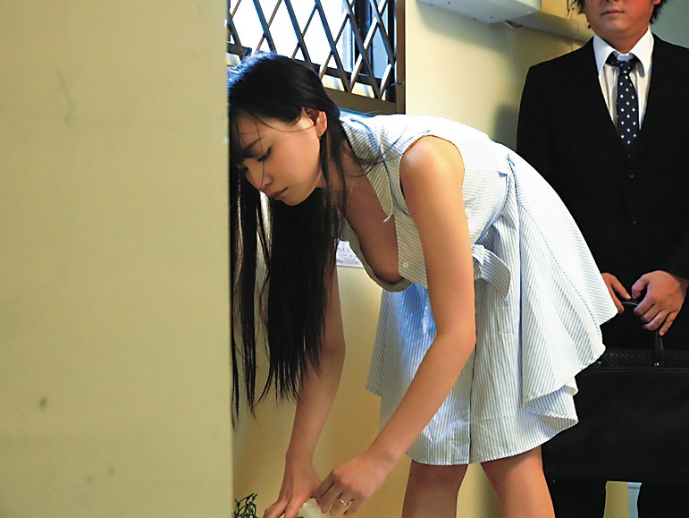 【おっぱい】近所の巨乳な若妻が朝のゴミ捨てでノーブラ胸チラさせてる実はNTR願望強そうなゴミ捨ておっぱい画像集【80枚】 78