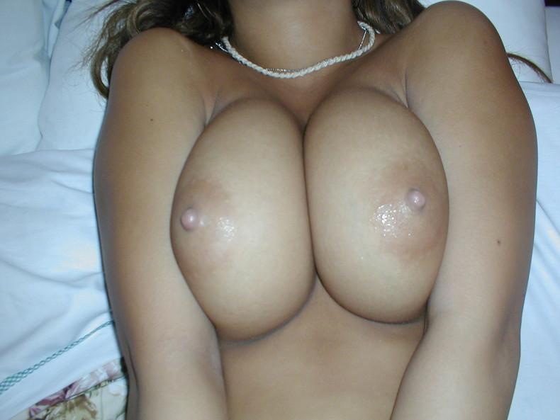 【おっぱい】巨乳ギャルが軽い上目遣いで寄せ乳してくれるとガマンできなくなる寄せ乳おっぱい画像集!【80枚】 40
