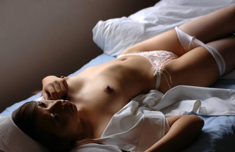 【おっぱい】担当ナースが隠れ痴女で巨乳露出してベッドでフェラや騎乗位挿入で治療してくれてるナースおっぱい画像集【80枚】 43