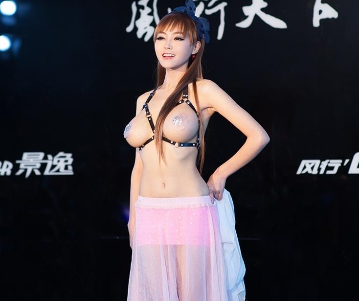【おっぱい】巨乳ギャルや爆乳外人たちがニップレスで乳首隠してるけど全裸よりエロいニップレスおっぱい画像集【80枚】 47