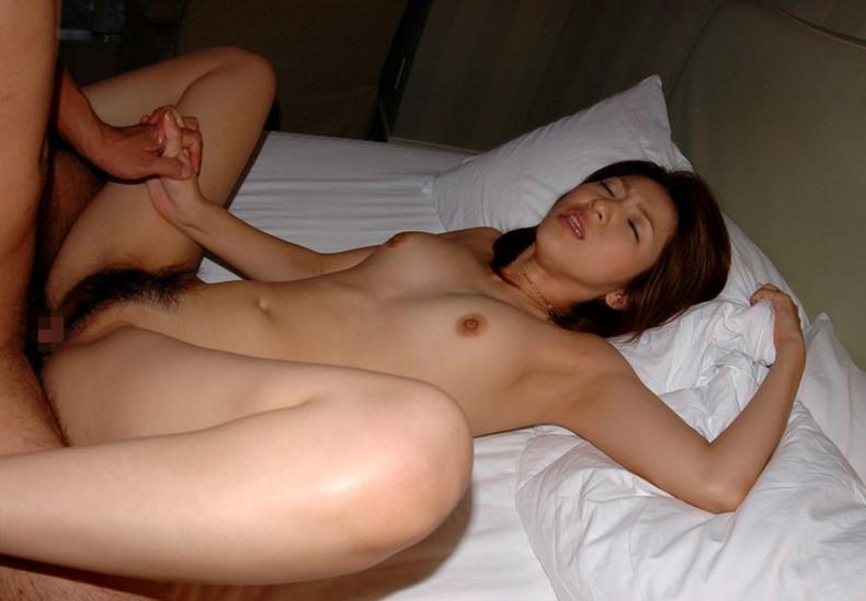 【おっぱい】友達や先輩の彼女と話してたら乳首弄ってハメ撮りして寝取ってた!ww他人の彼女のおっぱい画像集【80枚】 44