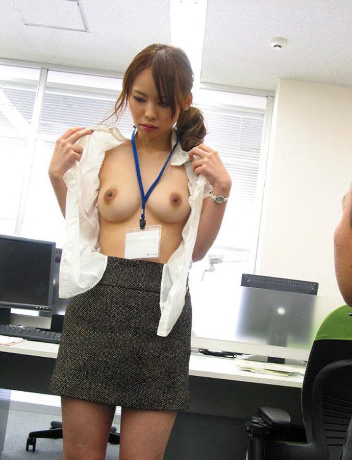 【おっぱい】夜の仕事もお願いしたい!巨乳OL達がオフィスやラブホでおっぱい露出しちゃってるOLおっぱい画像集【80枚】 17