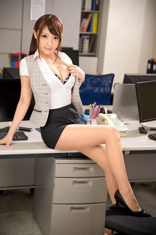 【おっぱい】夜の仕事もお願いしたい!巨乳OL達がオフィスやラブホでおっぱい露出しちゃってるOLおっぱい画像集【80枚】 74