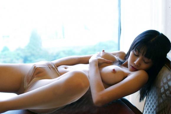 【おっぱい】痴女やビッチたちが目の前でオナニー披露して乳首勃起させてイキまくってるオナニー鑑賞のおっぱい画像集【80枚】 23