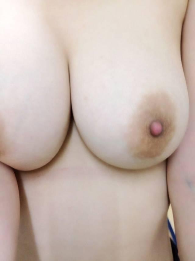 【おっぱい】素人十代のピンク乳首が貴重過ぎてエロ過ぎて!これから吸いまくって開発していきたい10代おっぱい画像集【80枚】 03