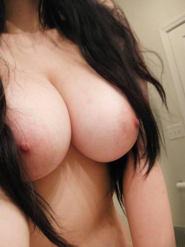 【おっぱい】素人十代のピンク乳首が貴重過ぎてエロ過ぎて!これから吸いまくって開発していきたい10代おっぱい画像集【80枚】 09