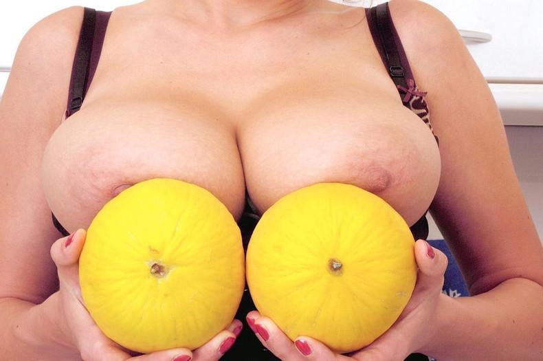 【おっぱい】巨乳爆乳を超えて超乳、それを更に超えて怪乳レベルに成長しちゃった怪乳おっぱい画像集ww【80枚】 30