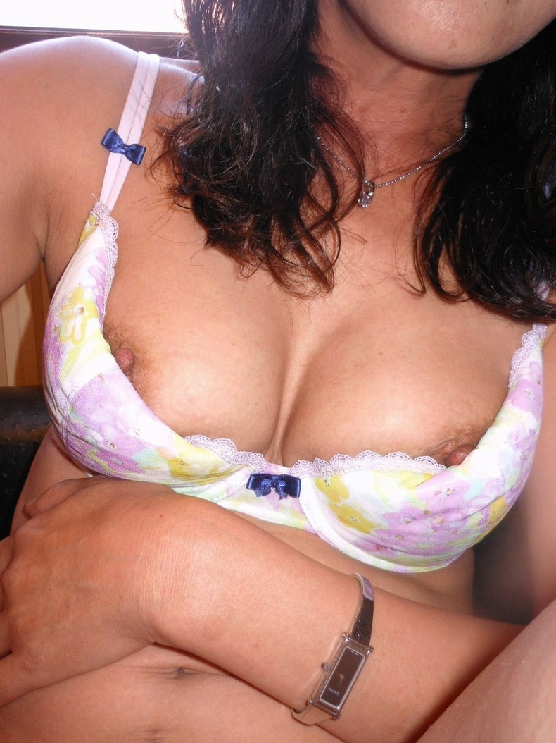 【おっぱい】常連になれば抜いてくれるかもしれない巨乳熟女なスナックママのおっぱい画像集【80枚】 42