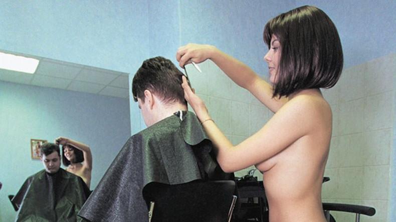 【おっぱい】散髪中に巨乳美容師の胸チラに興奮して乳首吸ってパイズリさせて店内で寝取っちゃった美容師のおっぱい画像集【80枚】 79