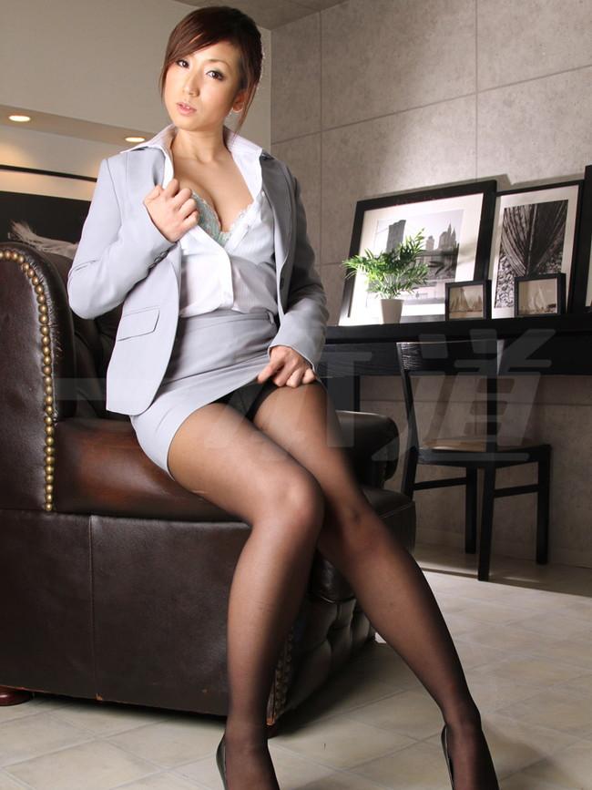 【おっぱい】インテリでデキる女、でも従順でスーツがエロ過ぎる秘書のおっぱい画像集【80枚】 04