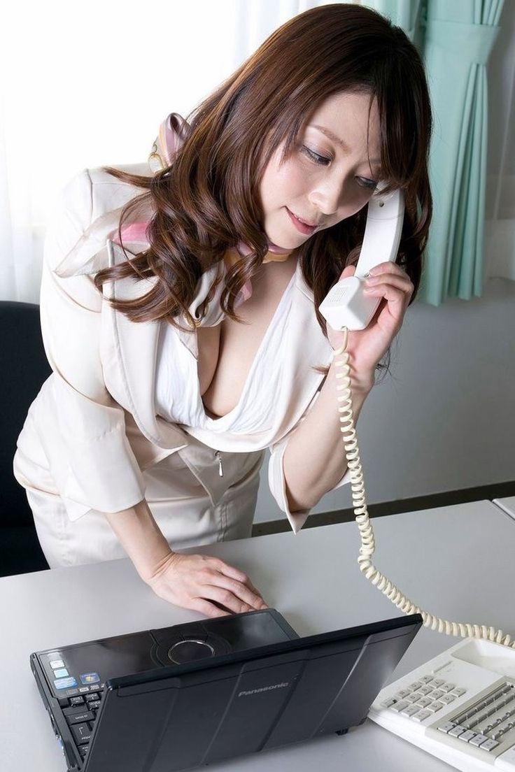 【おっぱい】インテリでデキる女、でも従順でスーツがエロ過ぎる秘書のおっぱい画像集【80枚】 06
