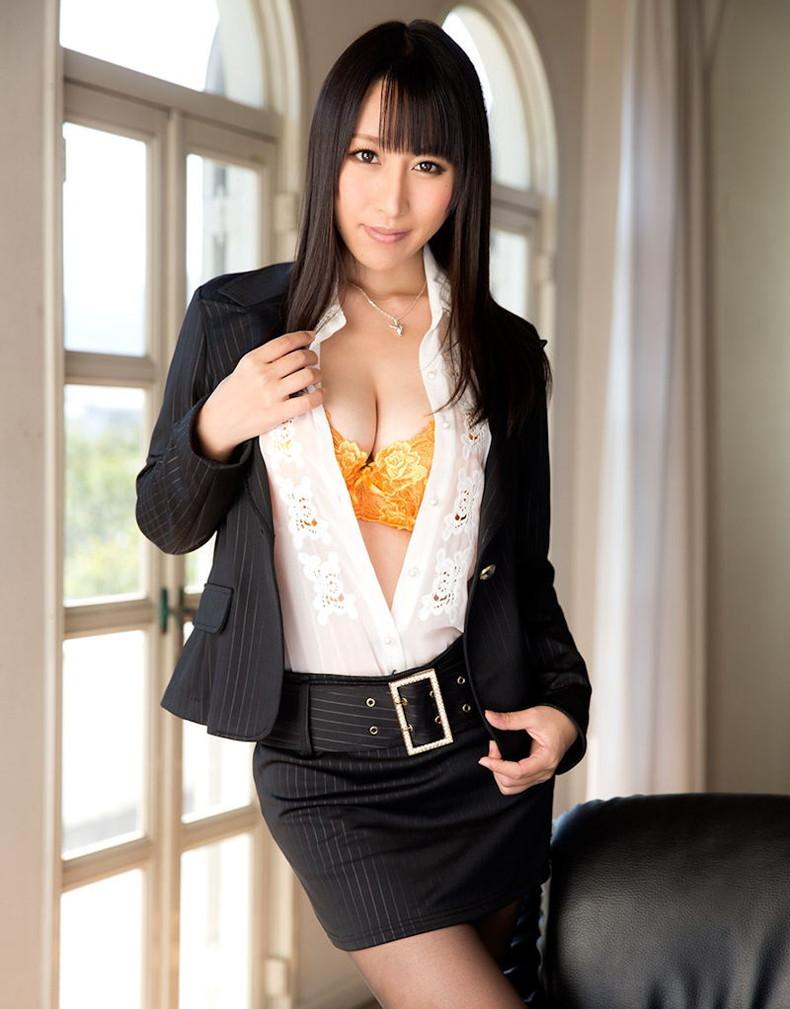 【おっぱい】インテリでデキる女、でも従順でスーツがエロ過ぎる秘書のおっぱい画像集【80枚】 35