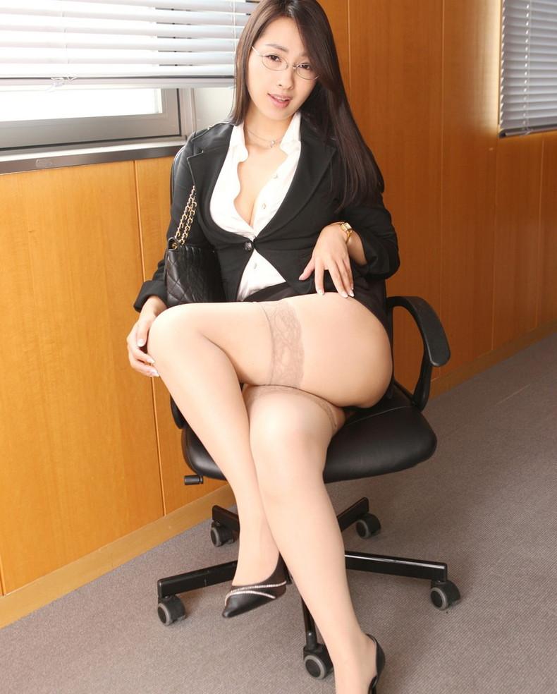 【おっぱい】インテリでデキる女、でも従順でスーツがエロ過ぎる秘書のおっぱい画像集【80枚】 36