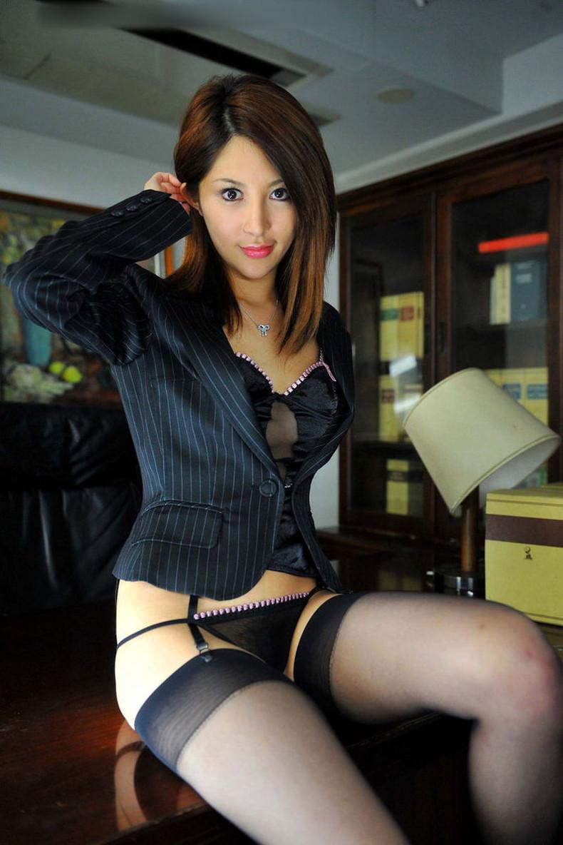 【おっぱい】インテリでデキる女、でも従順でスーツがエロ過ぎる秘書のおっぱい画像集【80枚】 39