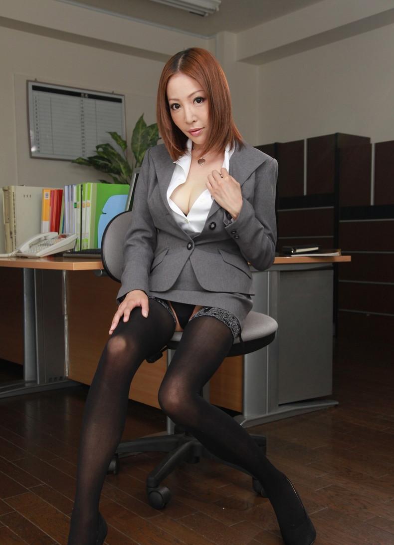 【おっぱい】インテリでデキる女、でも従順でスーツがエロ過ぎる秘書のおっぱい画像集【80枚】 47
