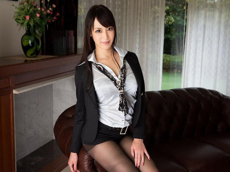 【おっぱい】インテリでデキる女、でも従順でスーツがエロ過ぎる秘書のおっぱい画像集【80枚】 72