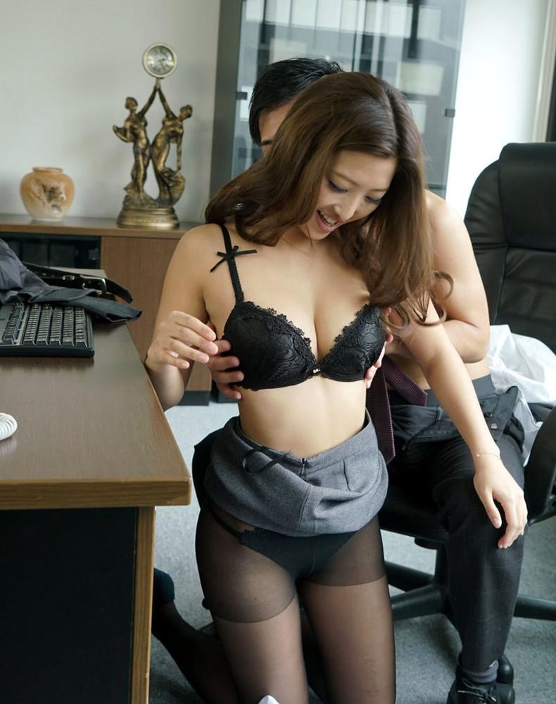 【おっぱい】インテリでデキる女、でも従順でスーツがエロ過ぎる秘書のおっぱい画像集【80枚】 77