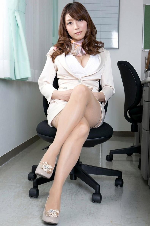 【おっぱい】インテリでデキる女、でも従順でスーツがエロ過ぎる秘書のおっぱい画像集【80枚】 79