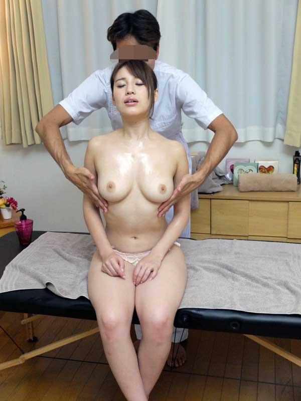 【おっぱい】巨乳OLや人妻たちがローション塗られて乳首やスペンス乳腺をぬるぬる弄られてるオイルマッサージのおっぱい画像集ww【80枚】 33