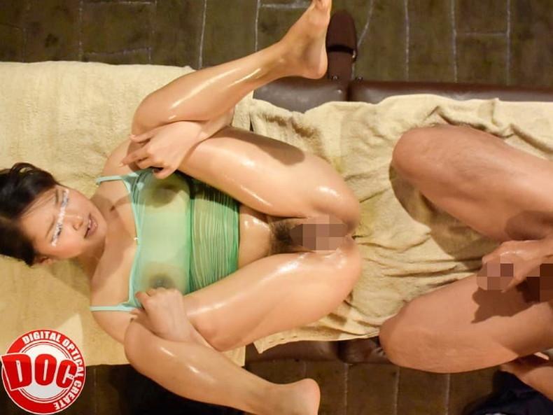 【おっぱい】巨乳OLや人妻たちがローション塗られて乳首やスペンス乳腺をぬるぬる弄られてるオイルマッサージのおっぱい画像集ww【80枚】 38