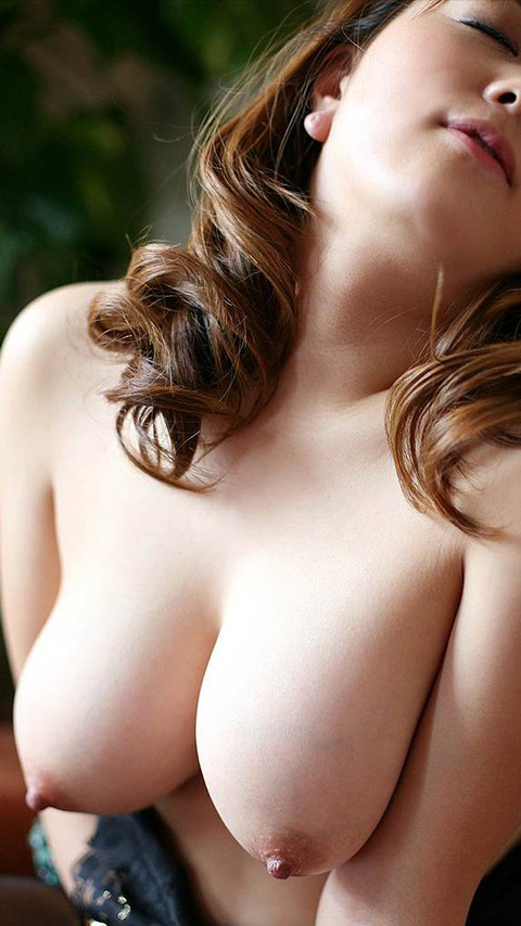 【おっぱい】お嬢様的な雰囲気とビッチな感じが混ざりあった巻き髪ギャルのおっぱい画像集ww【80枚】 44
