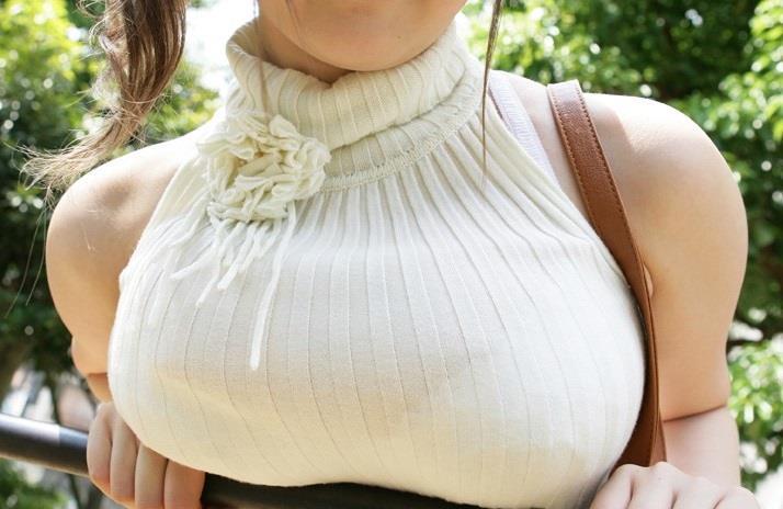【おっぱい】タートルネックのニットの巨乳娘がパツパツ過ぎてブラ線や着衣巨乳の形が丸わかりなタートルネックのおっぱい画像集ww【80枚】 32