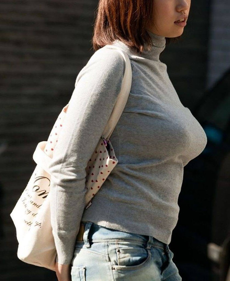 【おっぱい】タートルネックのニットの巨乳娘がパツパツ過ぎてブラ線や着衣巨乳の形が丸わかりなタートルネックのおっぱい画像集ww【80枚】 62