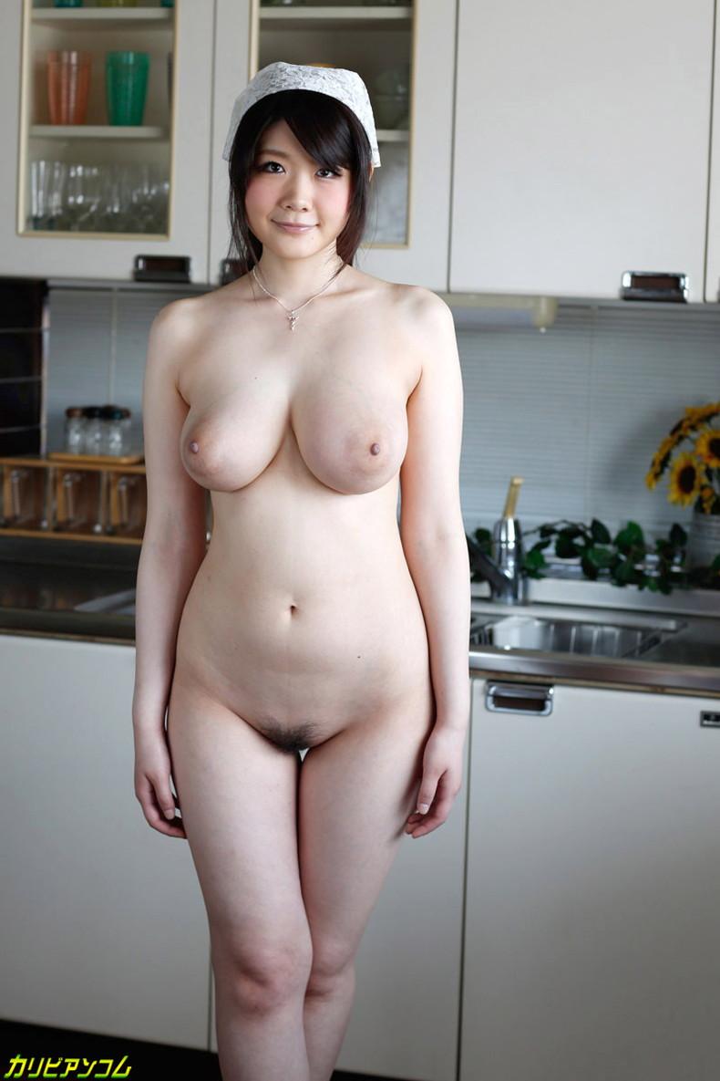 【おっぱい】全裸でむっちり巨乳を露出しながら掃除や洗濯、性処理までしてくれる全裸家政婦のおっぱい画像集ww【80枚】 16