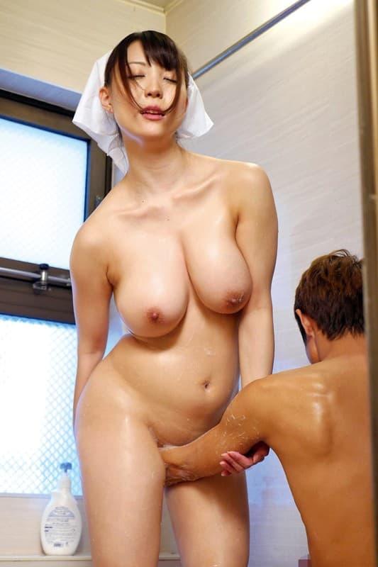 【おっぱい】全裸でむっちり巨乳を露出しながら掃除や洗濯、性処理までしてくれる全裸家政婦のおっぱい画像集ww【80枚】 70
