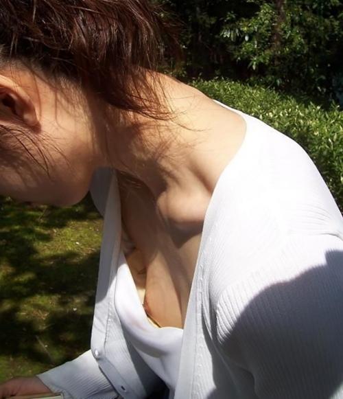 【おっぱい】温泉や脱衣所、自宅セックスや胸チラを隠し撮りさせていただいた素人娘や人妻たちの盗撮おっぱい画像集ww【80枚】 07